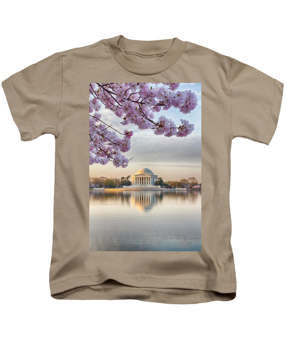 Washington Dc Kids T-Shirt featuring the photograph Jefferson Memorial In The Early Morning by Leah Palmer