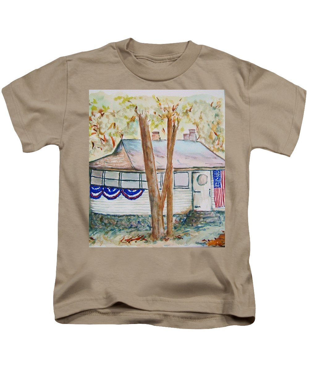 Lake Cottage Kids T-Shirt featuring the painting Patriotic Cottage by Elaine Duras