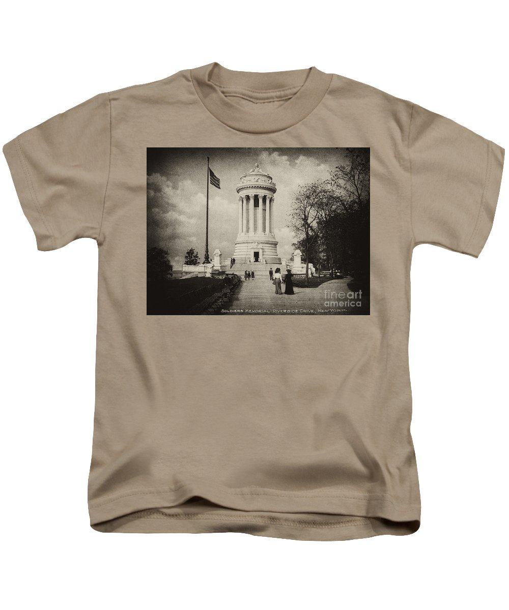 Soldiers Memorial Kids T-Shirt featuring the photograph Soldiers Memorial - Ny - Toned by Paul W Faust - Impressions of Light