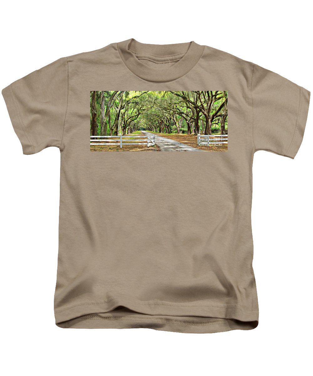 Savannah Kids T-Shirt featuring the photograph The End Of The Alley by Barbara Zahno