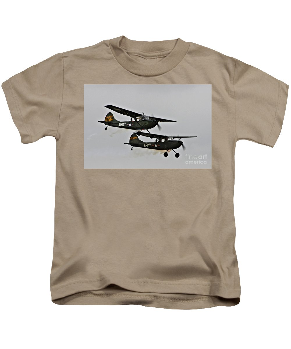 Cessna Kids T-Shirt featuring the photograph Cessna Bird Dog O-1el-19 by Tommy Anderson