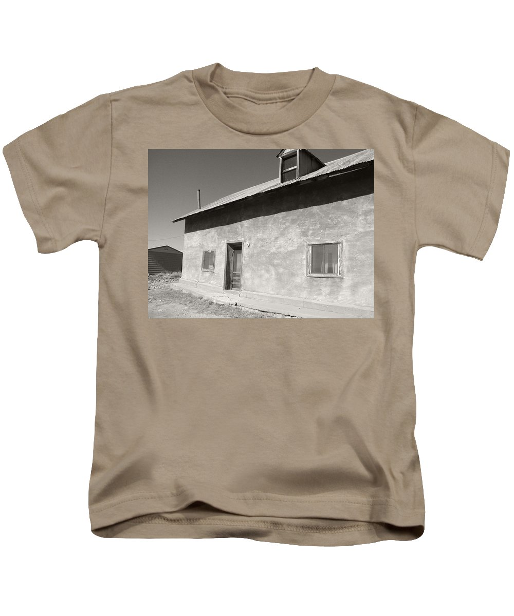 House Kids T-Shirt featuring the photograph New Mexico Series - Adobe House In Truchas by Kathleen Grace