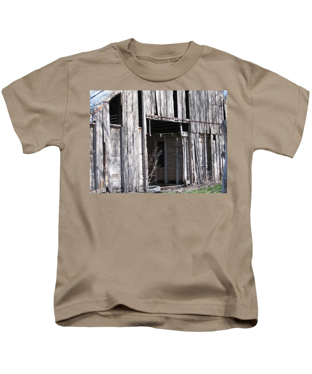Old Barn Kids T-Shirt featuring the photograph Old Frisco Barn by Amy Hosp