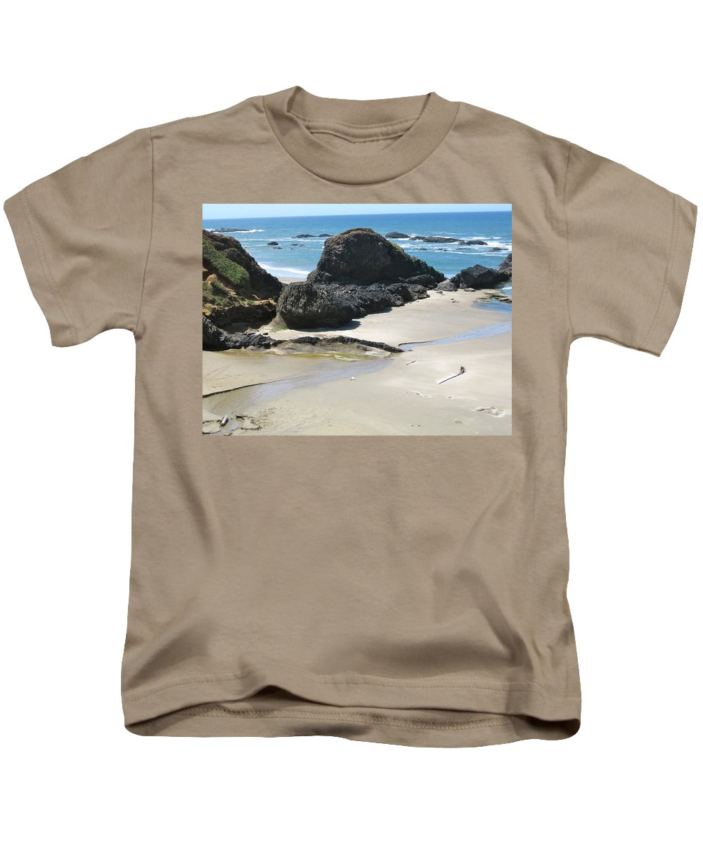 Ocean Kids T-Shirt featuring the photograph Rocks On The Oregon Coast by Linda Hutchins