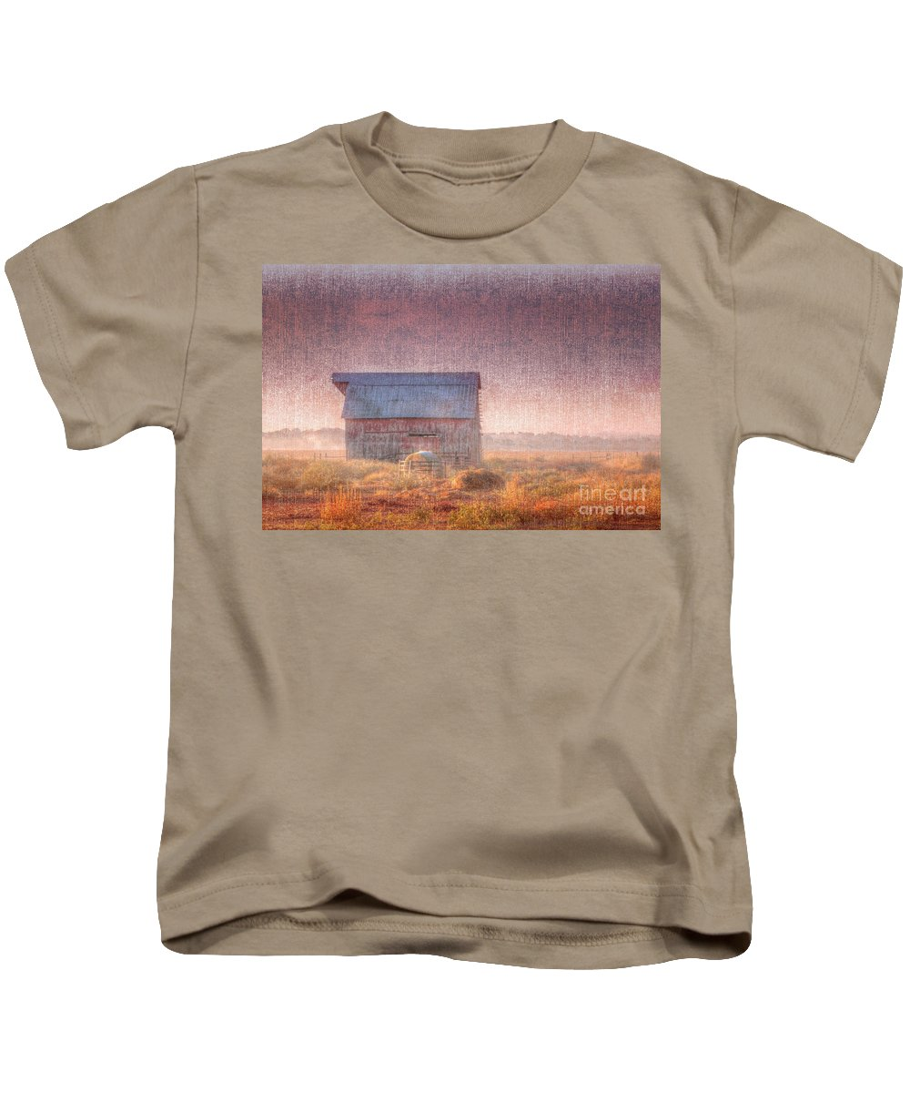 Driving Kids T-Shirt featuring the photograph Barn In Early Light by Larry Braun
