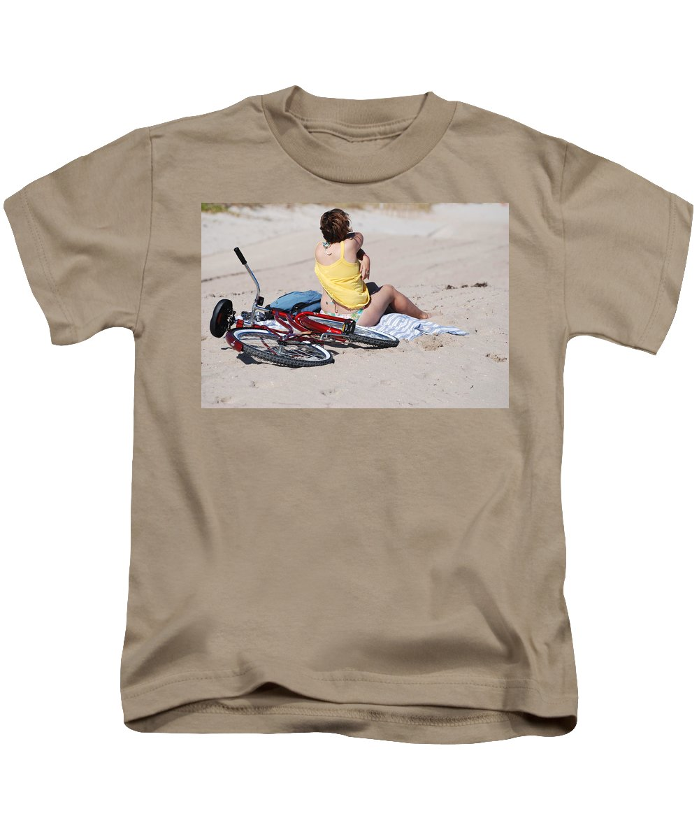 Red Kids T-Shirt featuring the photograph Bike On The Beach by Rob Hans