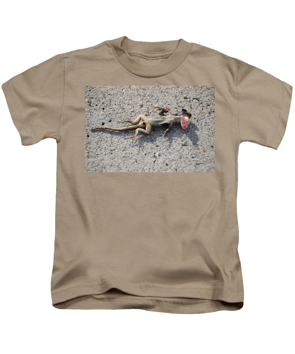 Lizards Kids T-Shirt featuring the photograph Death By Gum by Rob Hans