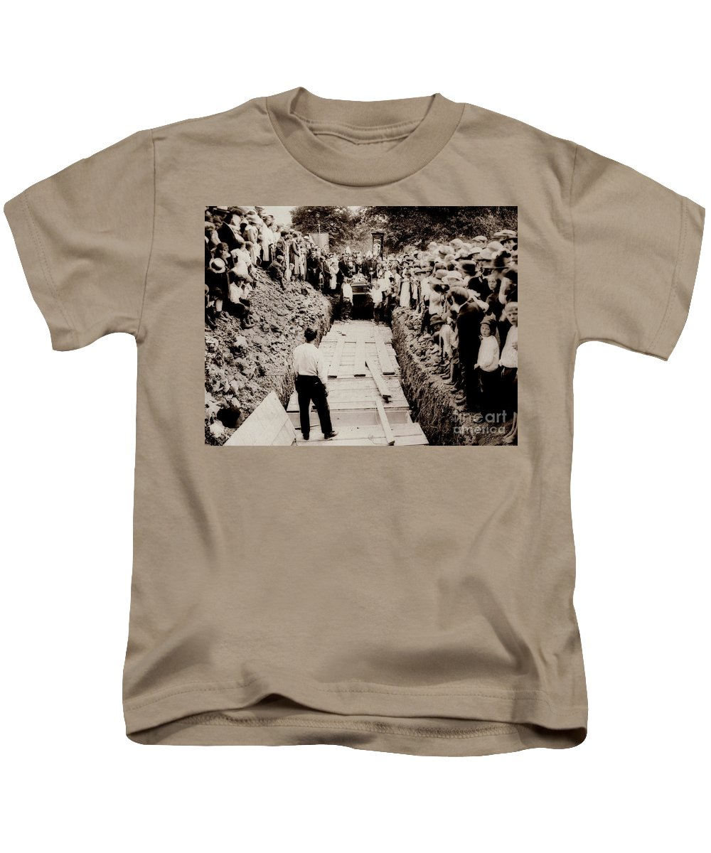 Common Grave Kids T-Shirt featuring the photograph Georgetown Section Of Wilkes Barre Twp. June 5 1919 by Arthur Miller