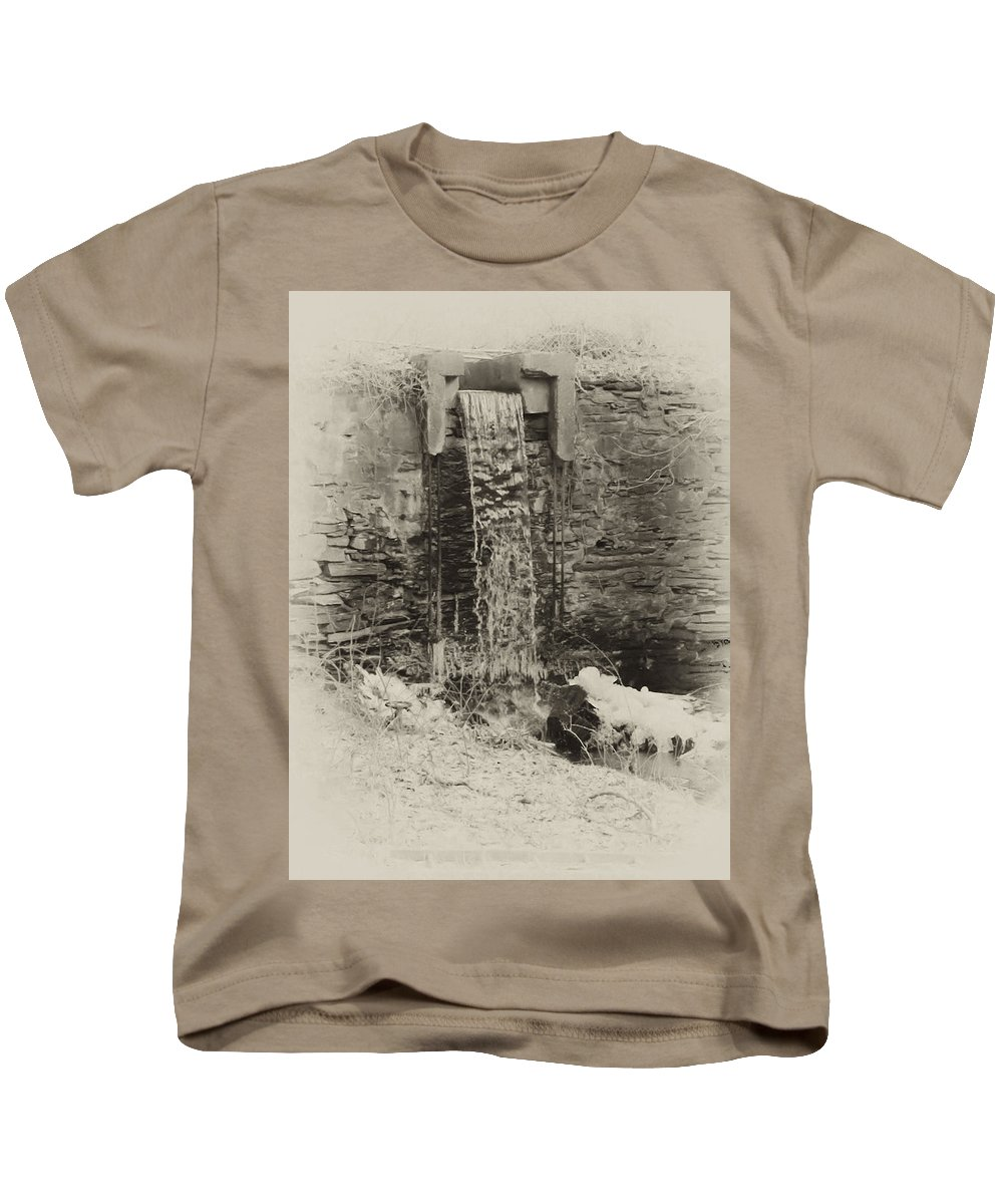 Philadelphia Kids T-Shirt featuring the photograph Hagys Mill by Bill Cannon