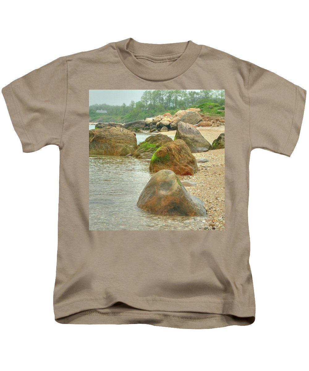 Rocks Kids T-Shirt featuring the photograph Low Tide by Luis Cifuentes