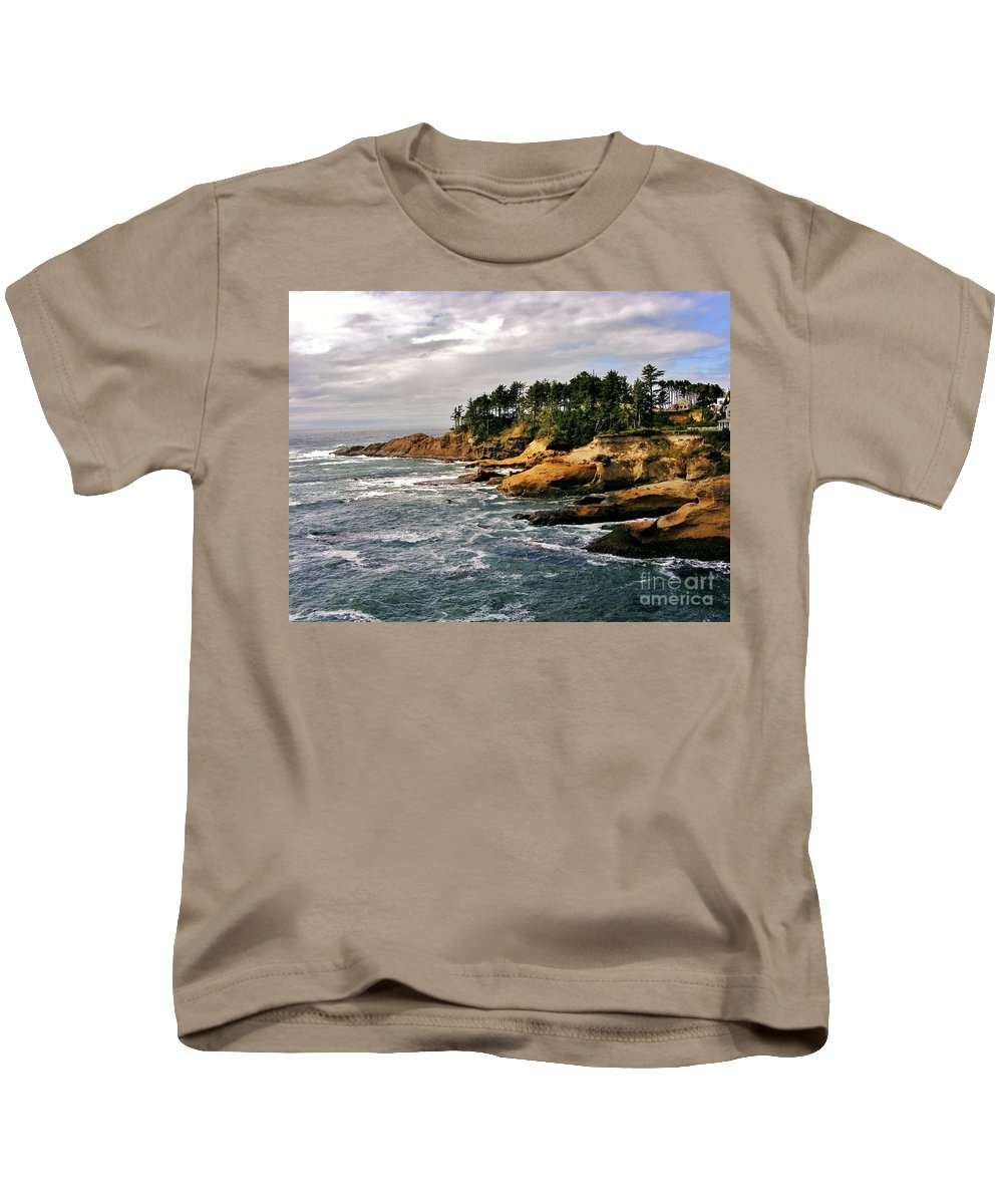 Pacific Coast Kids T-Shirt featuring the photograph Oceanside - Depoe Bay by Marilyn Smith