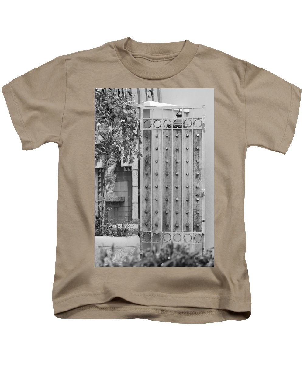 Black And White Kids T-Shirt featuring the photograph Sea Horse Gate by Rob Hans