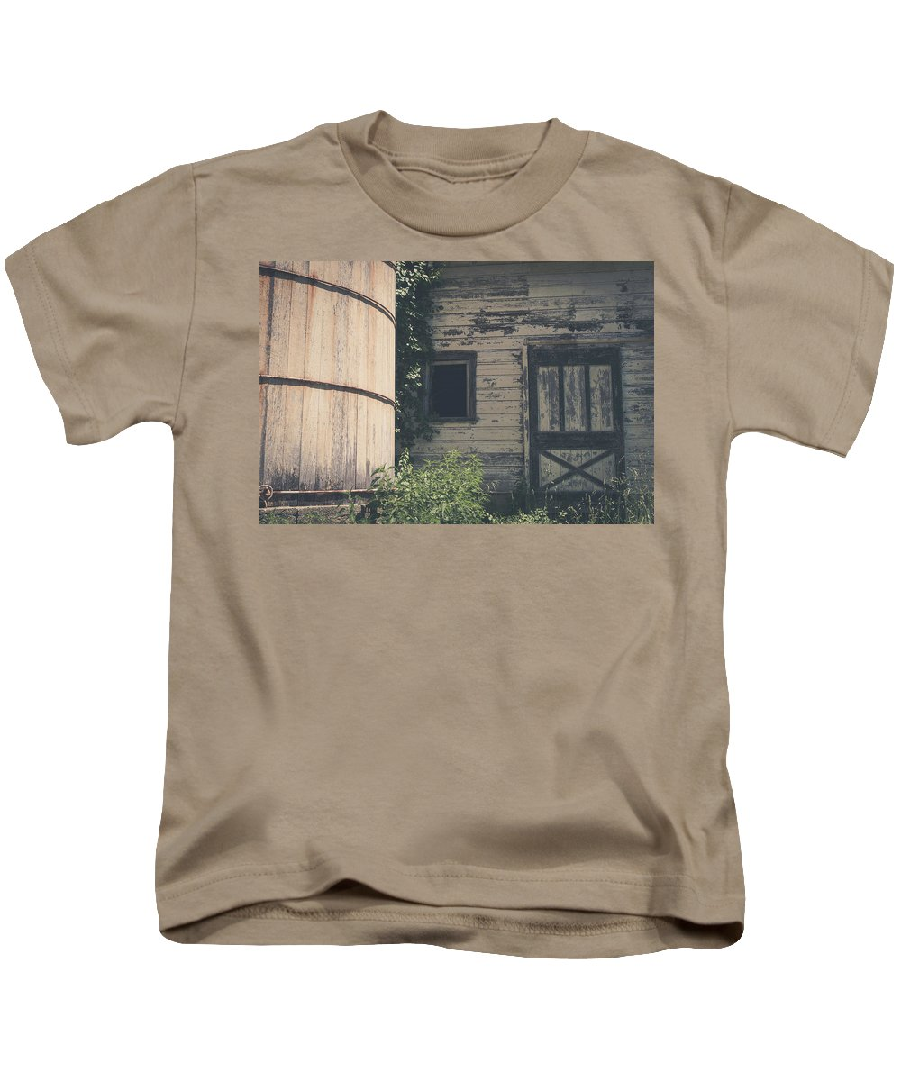 Barn Rustic Building Photography Landscape Old Kids T-Shirt featuring the photograph The Barn by Robert Worth