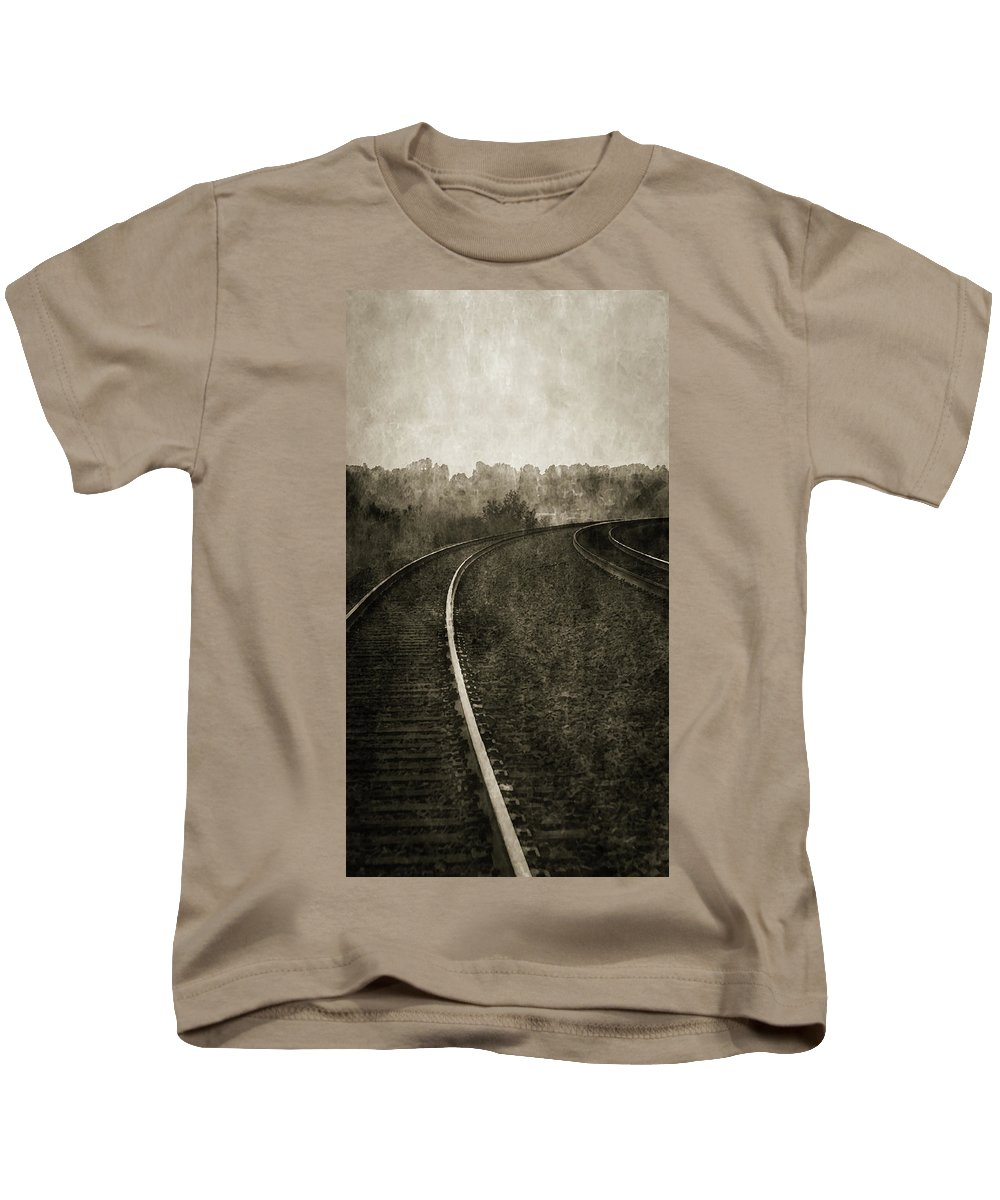 Railroad Kids T-Shirt featuring the photograph The Bend 4116 Bw_2 by Steven Ward