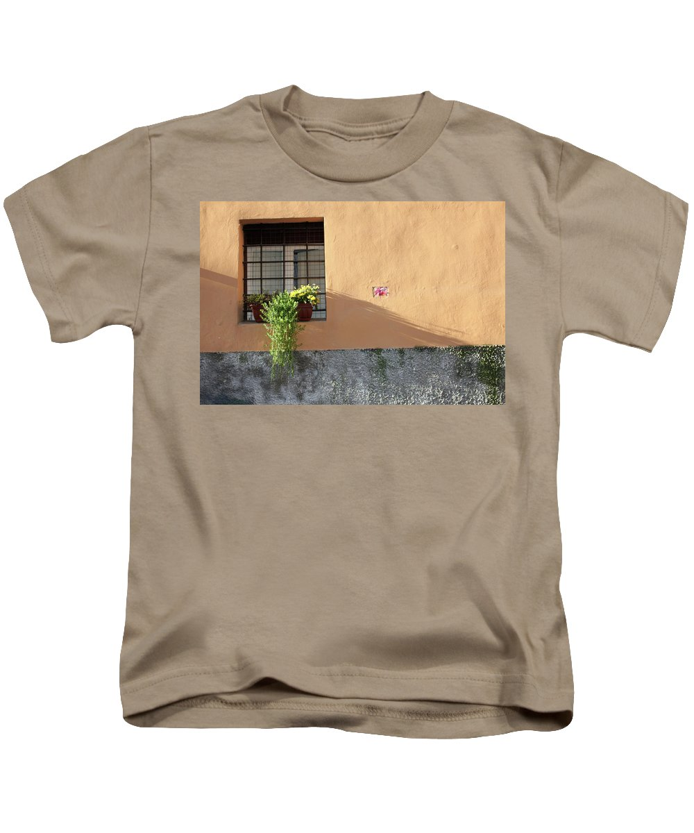 Rome Kids T-Shirt featuring the photograph The Plant by Munir Alawi