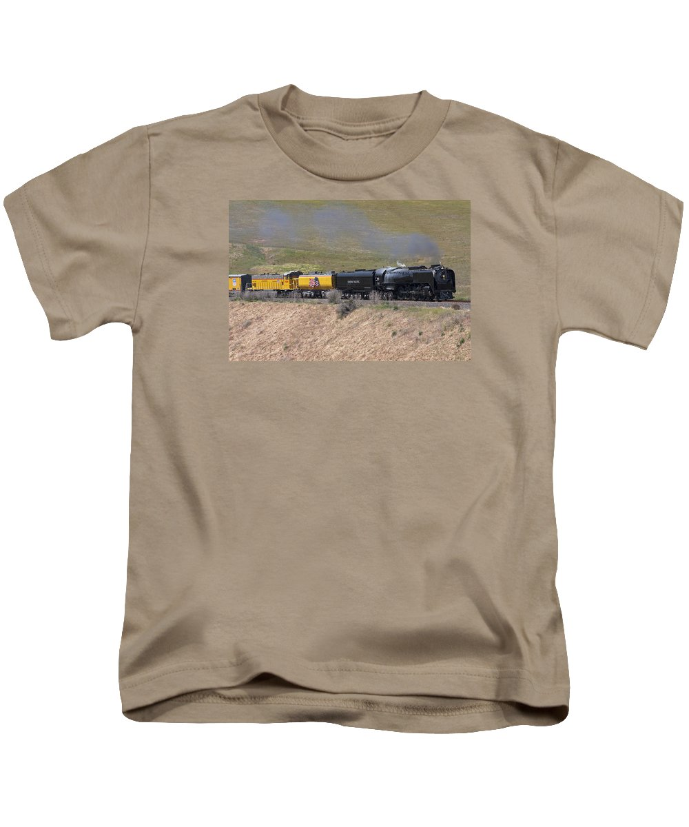 Locomotive Kids T-Shirt featuring the photograph Up 844 Steams Over The Altamont Pass by Rick Pisio
