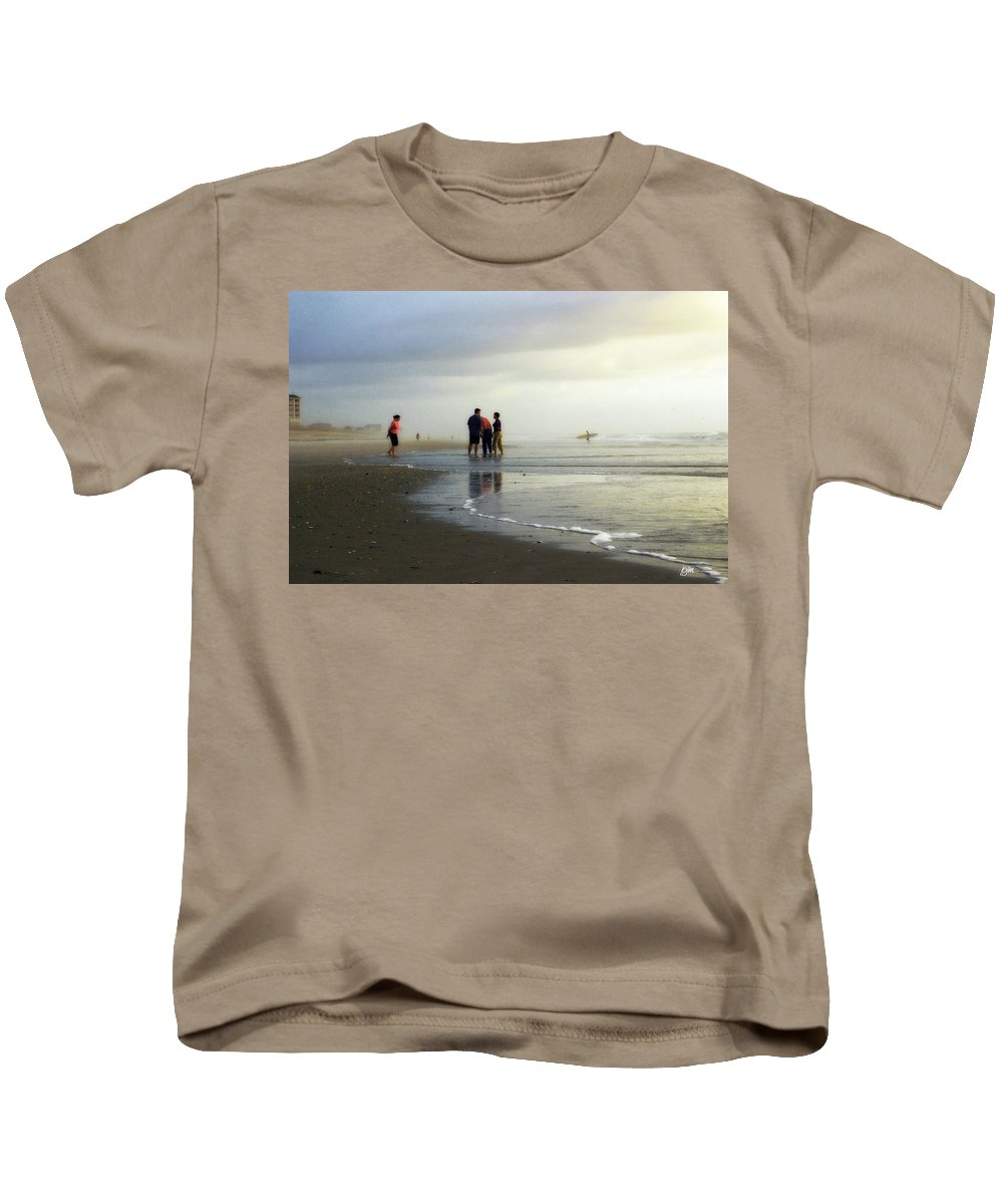 Wrightsville Beach Kids T-Shirt featuring the photograph Waiting For The Sun by Phil Mancuso