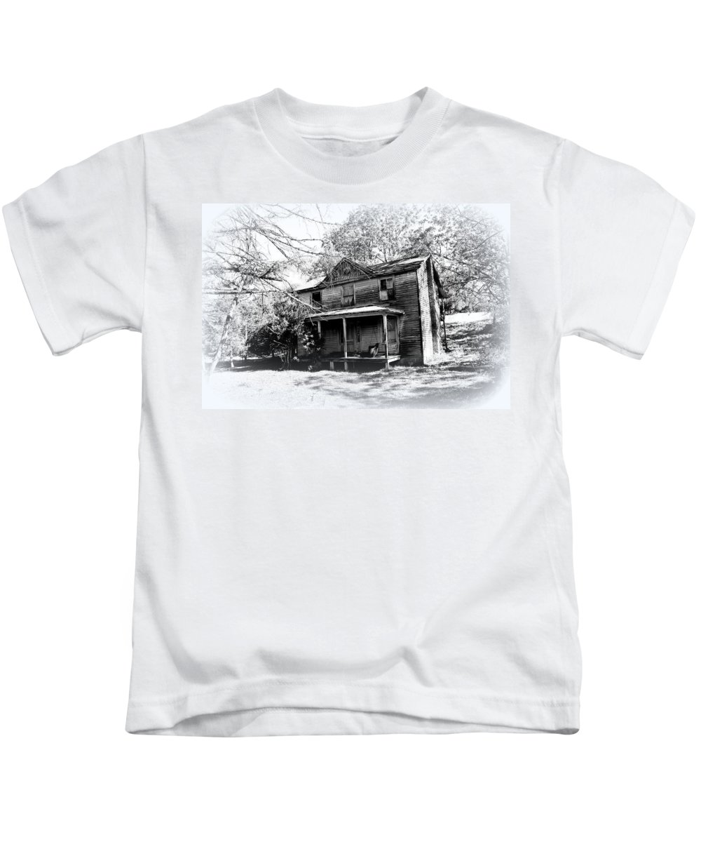 Old House Kids T-Shirt featuring the photograph Run Down by Todd Hostetter