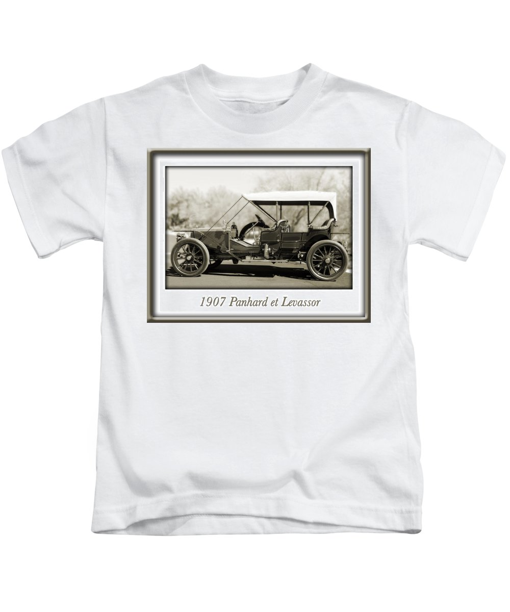 1907 Panhard Et Levassor Kids T-Shirt featuring the photograph 1907 Panhard Et Levassor by Jill Reger