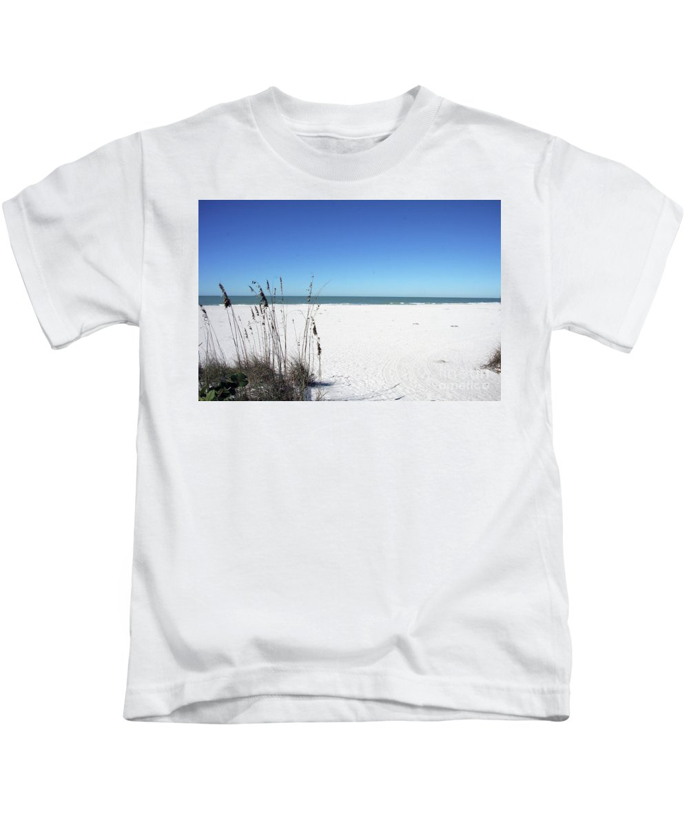 Seaoats Kids T-Shirt featuring the photograph Seaoats On The Beach by Christiane Schulze Art And Photography