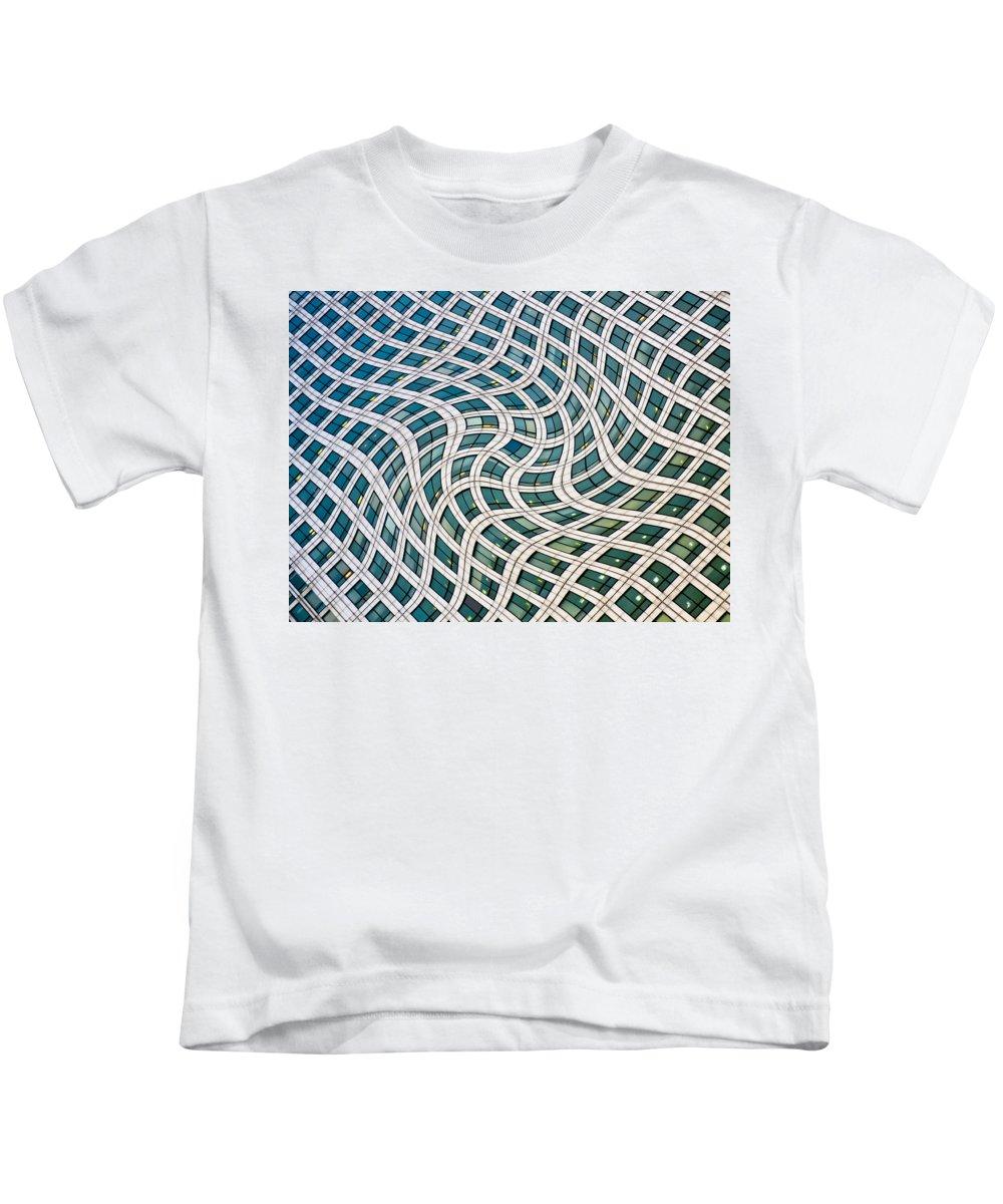 Canary Wharf Kids T-Shirt featuring the photograph Canary Wharf London by David Pyatt