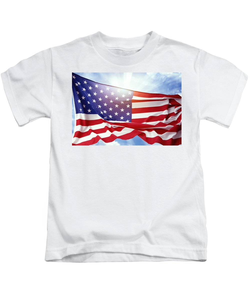 American Kids T-Shirt featuring the photograph American Flag 55 by Les Cunliffe
