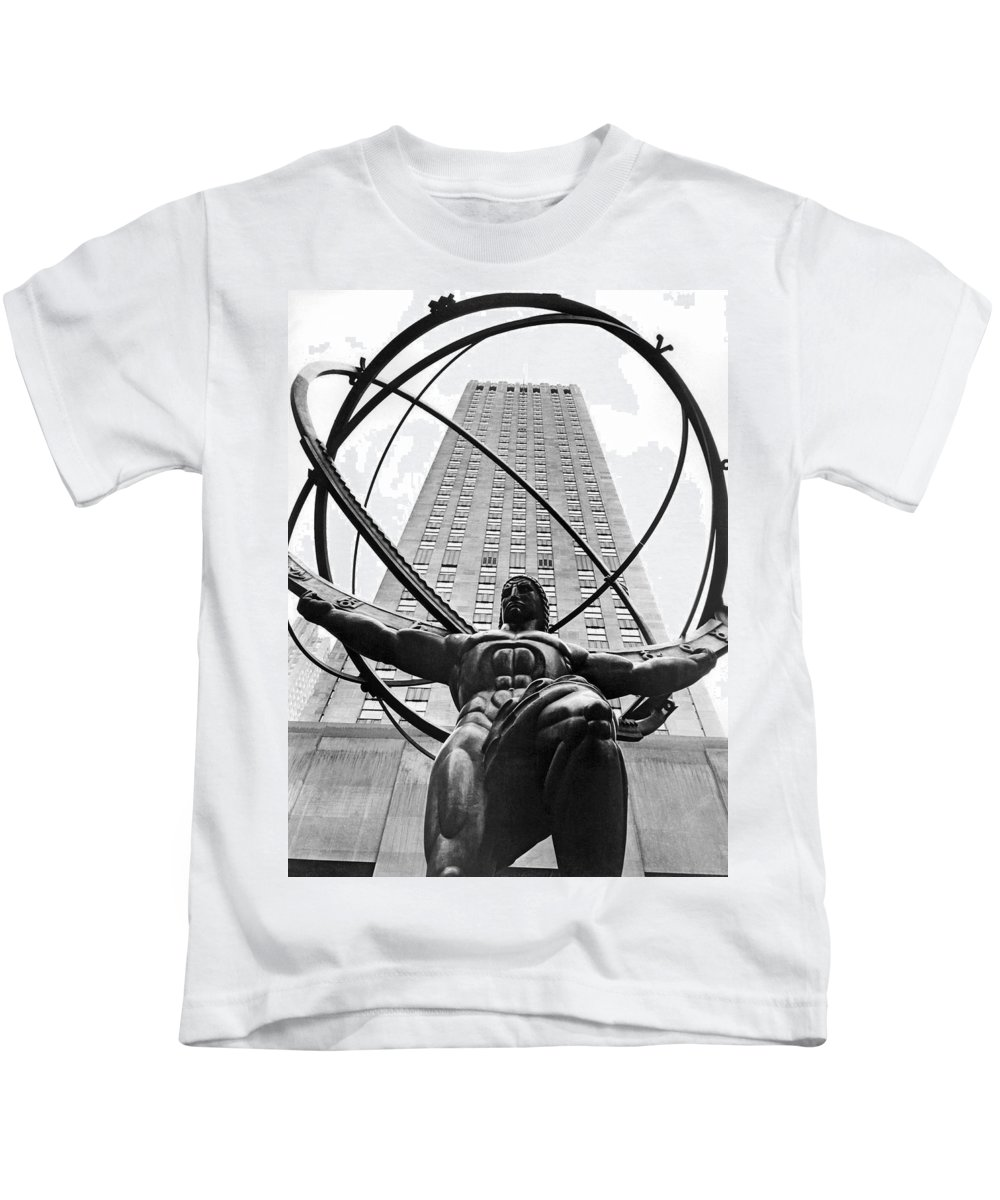 1930's Kids T-Shirt featuring the photograph Atlas In Rockefeller Center by Underwood Archives