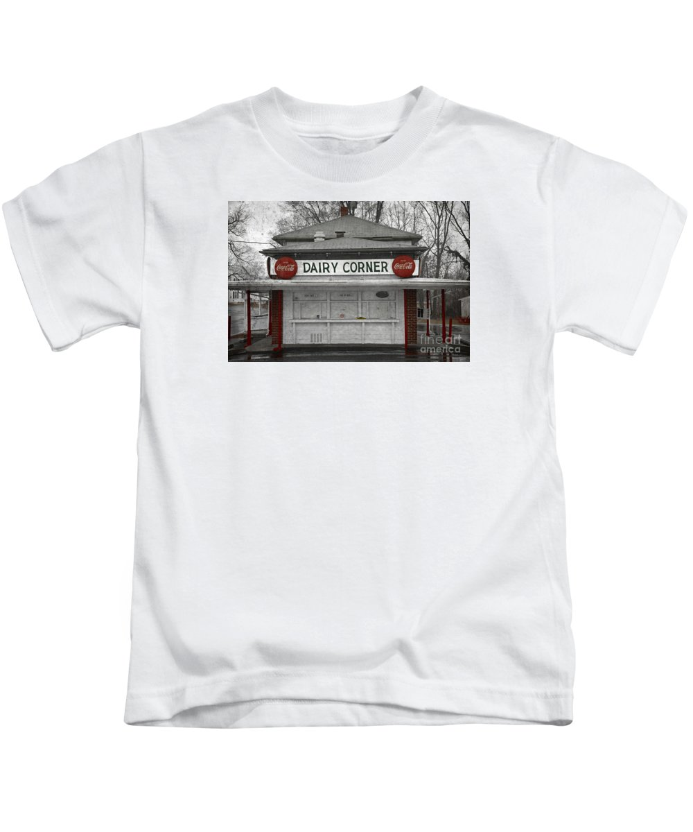 Coca Cola Kids T-Shirt featuring the photograph Closed For The Season by John Stephens