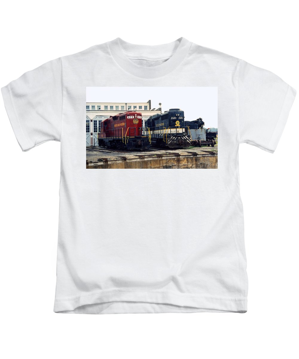 Trains Kids T-Shirt featuring the photograph Cousins by Richard Rizzo