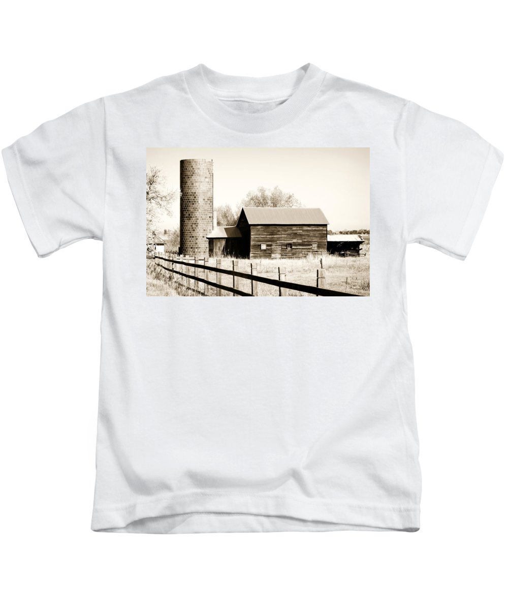 Americana Kids T-Shirt featuring the photograph Days Gone By by Marilyn Hunt