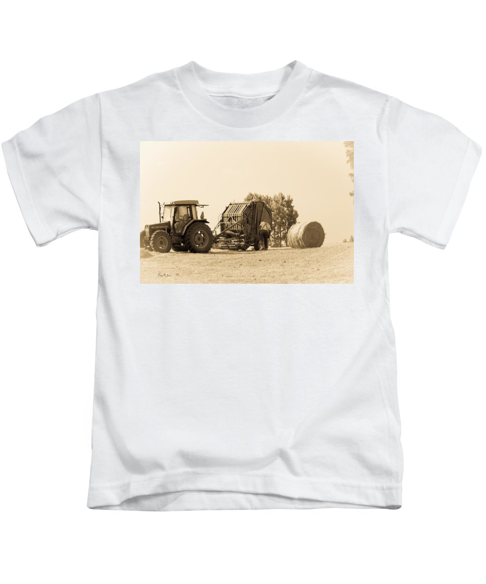 Making The Drop Kids T-Shirt featuring the photograph Farm - Tractor - Hay - Making The Drop by Barry Jones