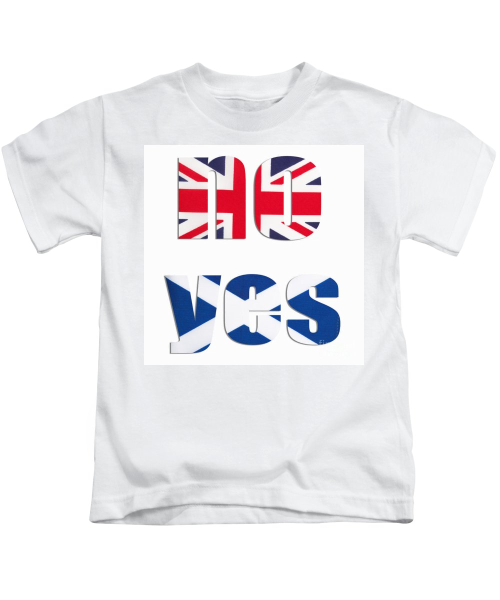 Union Jack Kids T-Shirt featuring the photograph No Yes by Diane Macdonald