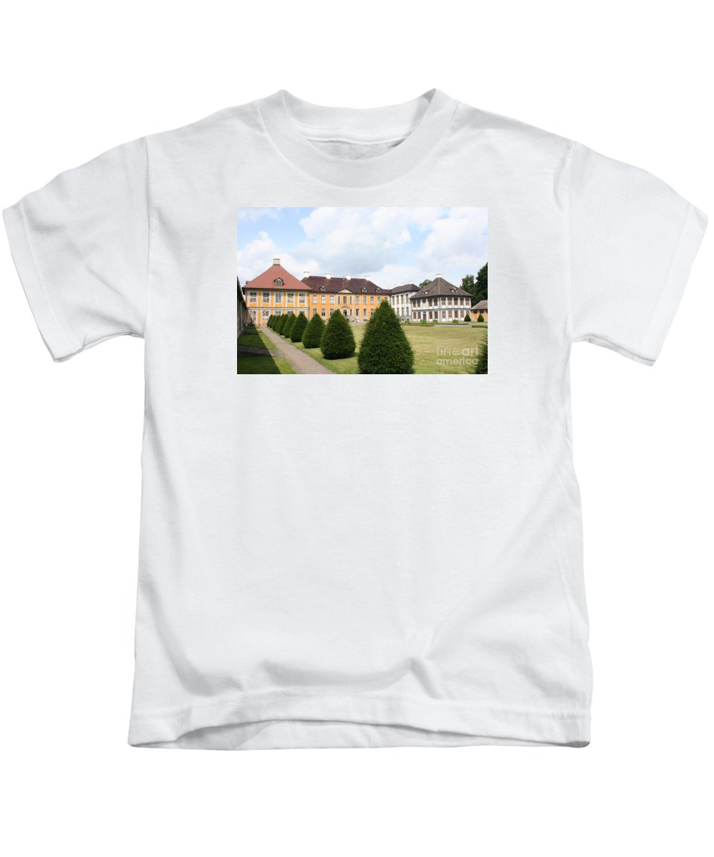 Palace Kids T-Shirt featuring the photograph Palace Oranienbaum - Germany by Christiane Schulze Art And Photography