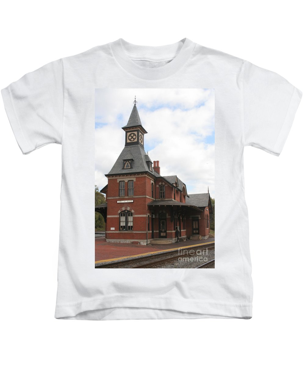 Train Kids T-Shirt featuring the photograph Point Of Rocks by Thomas Marchessault