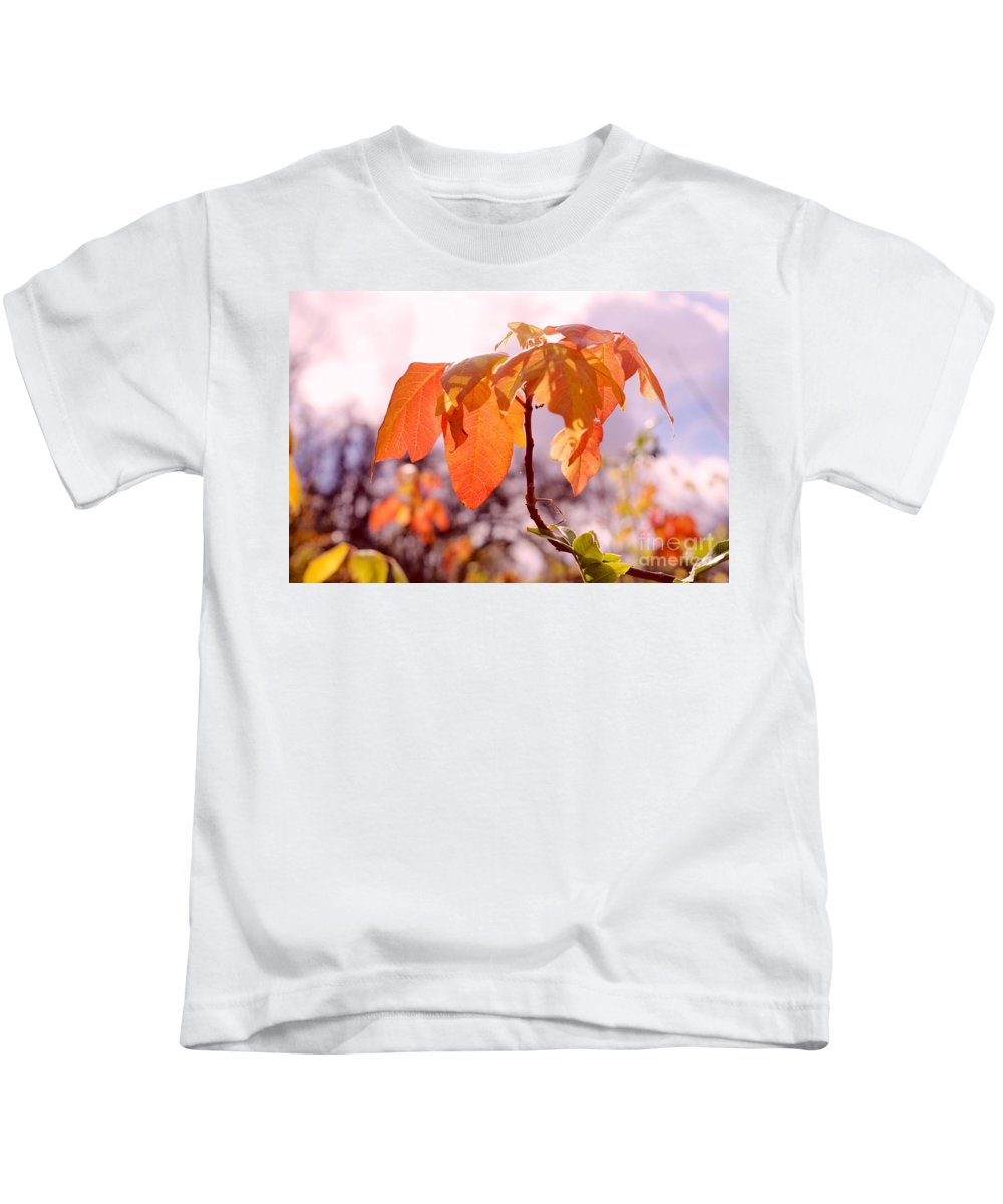Poison Ivy Kids T-Shirt featuring the photograph Poison Ivy Beauty by Gary Richards