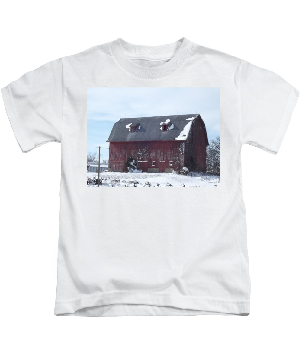 Elkader Iowa Kids T-Shirt featuring the photograph Snow On Roof by Bonfire Photography