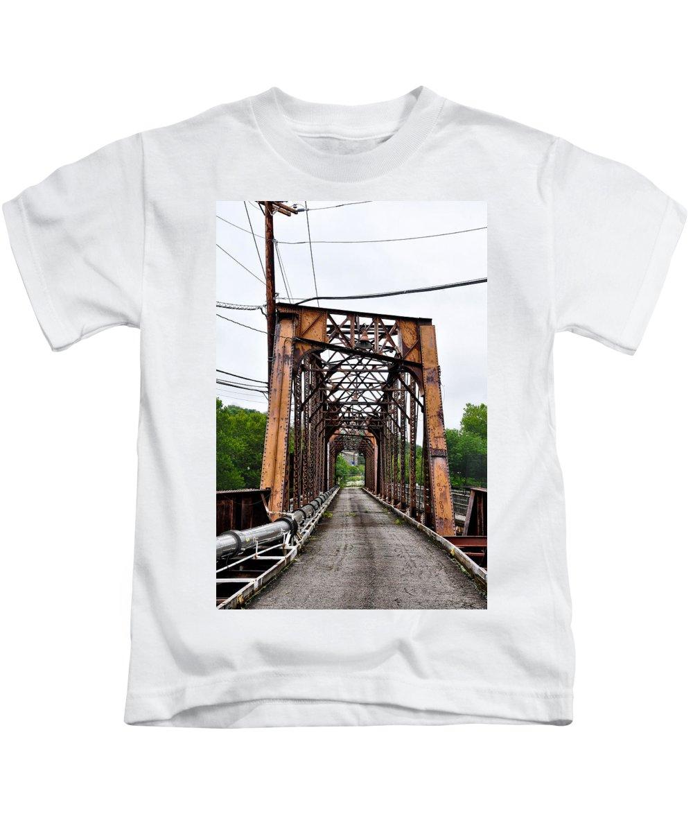 Steel Kids T-Shirt featuring the photograph Steel Span Railroad Bridge Manayunk Philadelphia Pa by Bill Cannon
