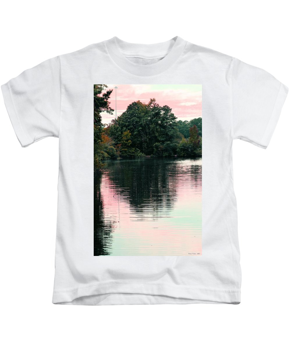 Sundown Kids T-Shirt featuring the photograph Sundown Just This Side Of The City by Maria Urso