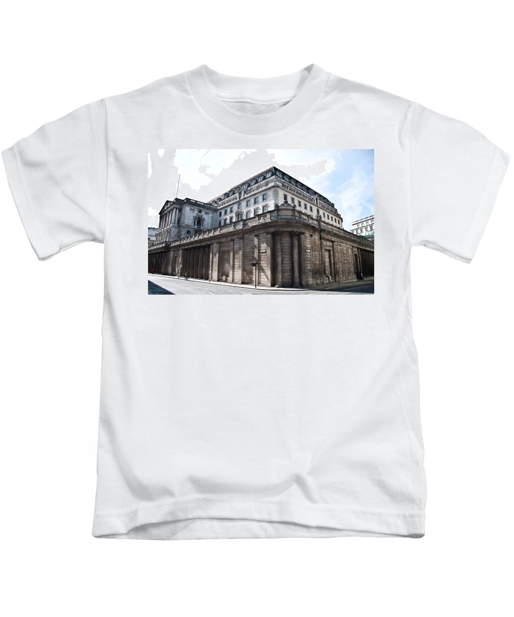 London Building Kids T-Shirt featuring the photograph Bank Of England by Dawn OConnor
