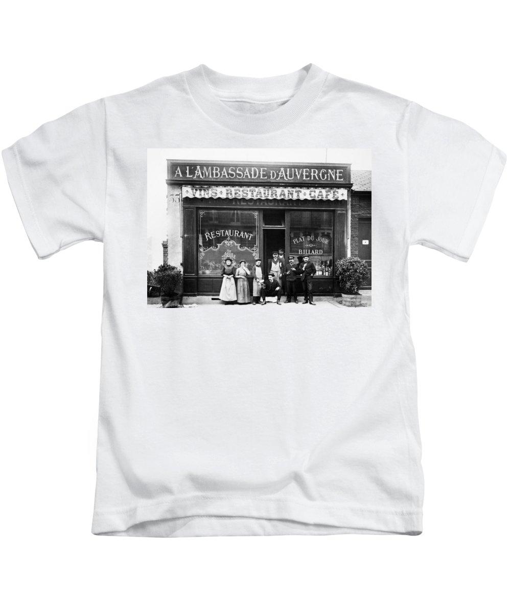1900 Kids T-Shirt featuring the photograph Paris: Restaurant, C1900 by Granger