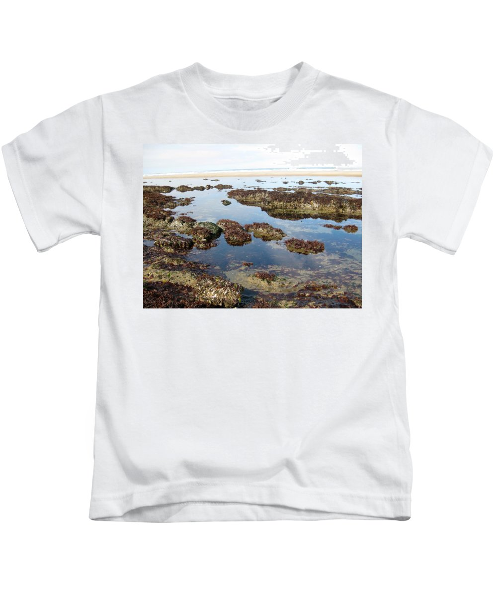 Oregon Kids T-Shirt featuring the photograph Tide Pools by Linda Hutchins