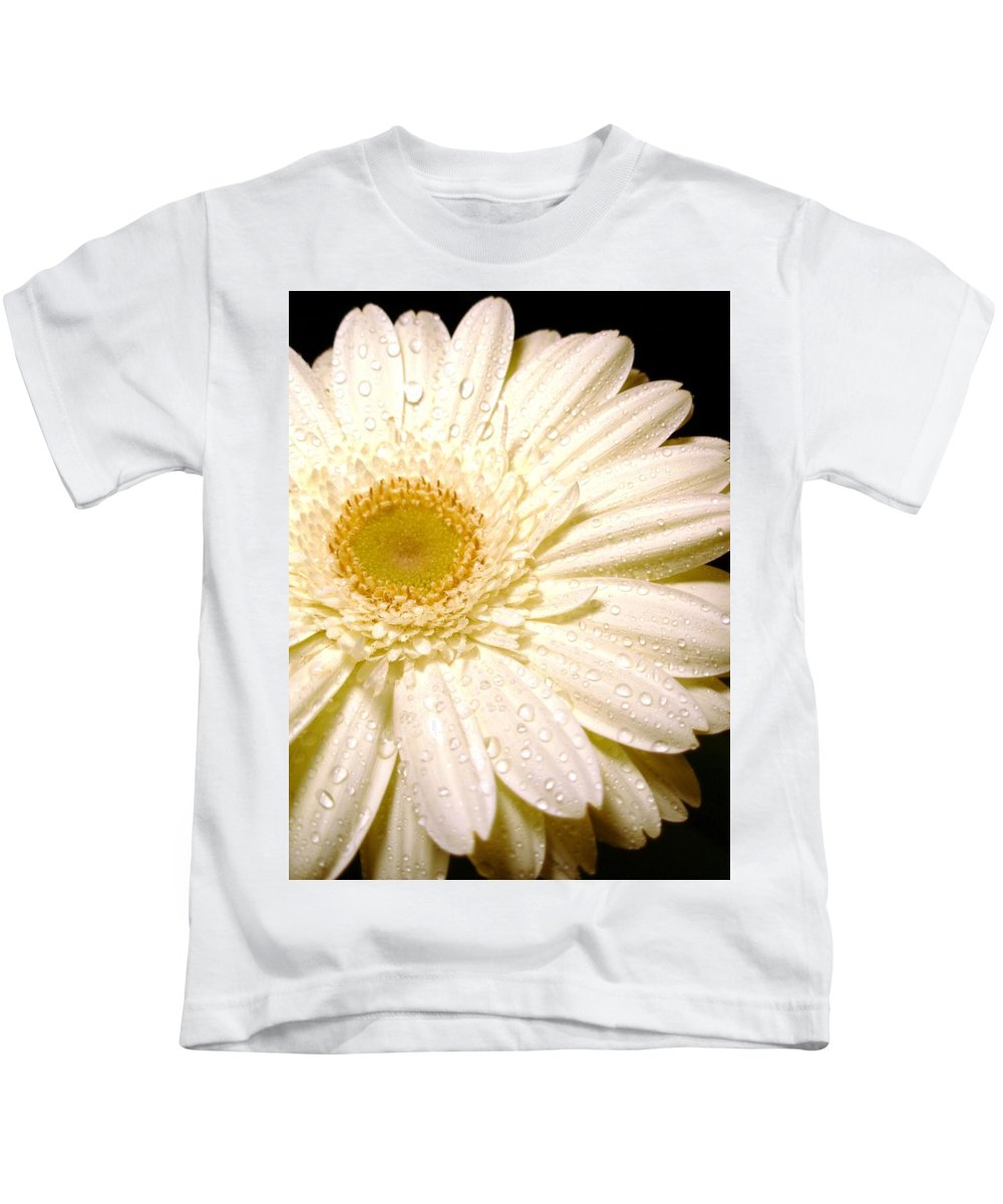 Gerbera Photographs Kids T-Shirt featuring the photograph 0878.3.c by Kimberlie Gerner