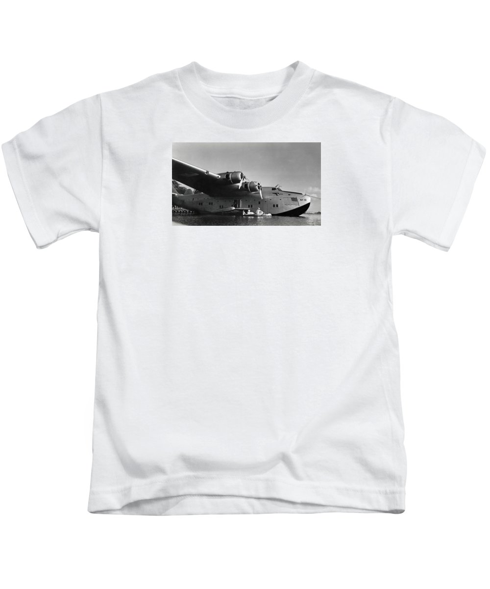 Wwii Kids T-Shirt featuring the photograph 1942 China Clipper Vists Hawaii by Historic Image