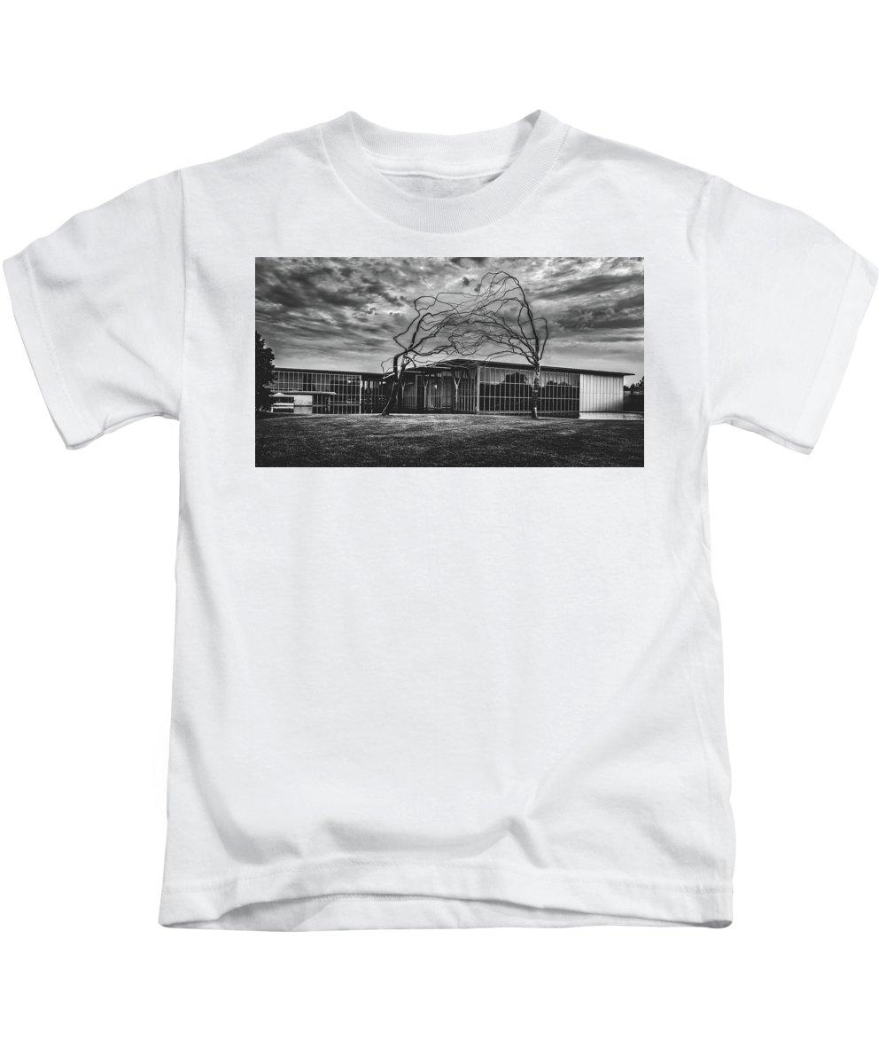 Modern Art Museum Kids T-Shirt featuring the photograph Modern Art Museum Of Fort Worth by L O C