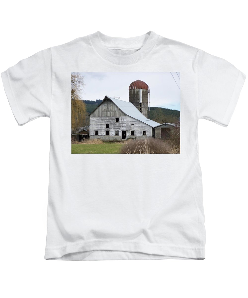 Digital Photography Kids T-Shirt featuring the photograph Barn And Silo by Laurie Kidd