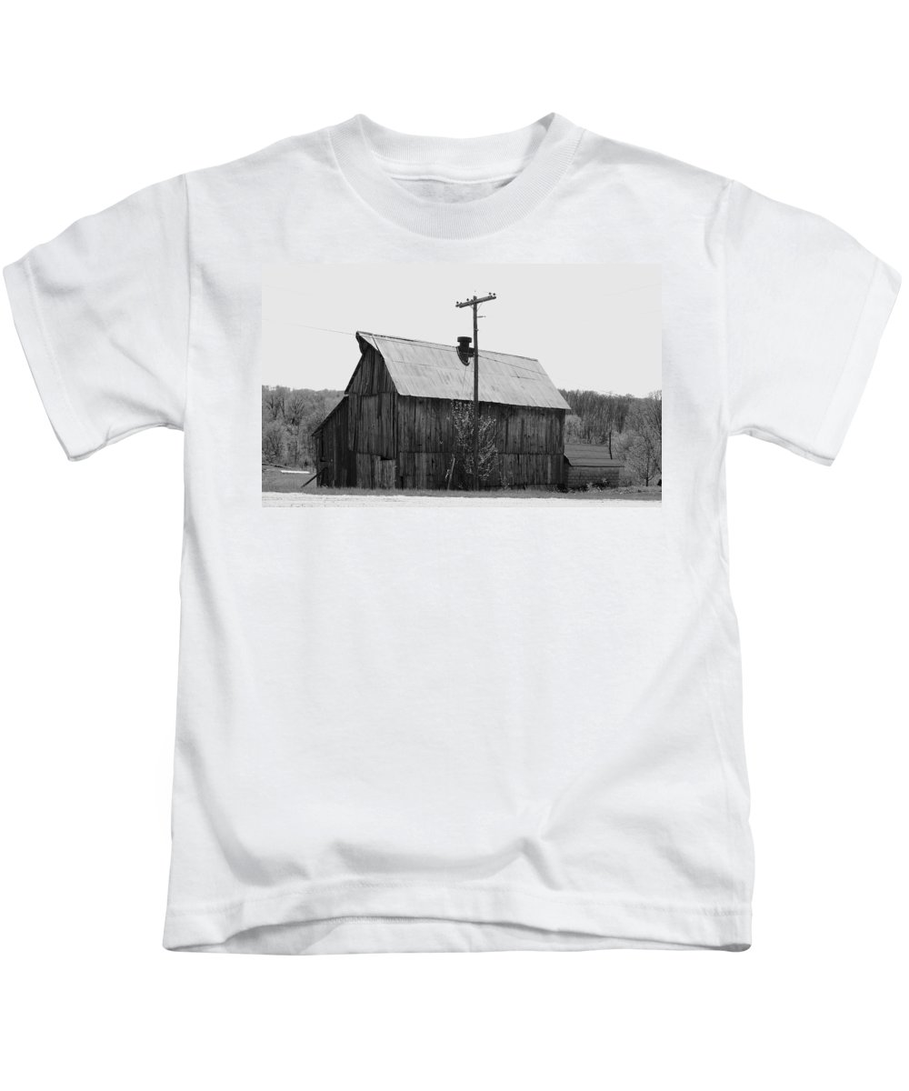 Barns Kids T-Shirt featuring the photograph Barn On The Side Of The Road by Angus Hooper Iii