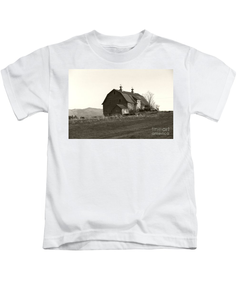 Barn Vermont Horizontal Kids T-Shirt featuring the photograph Barn Vermont Horizontal by Heather Kirk
