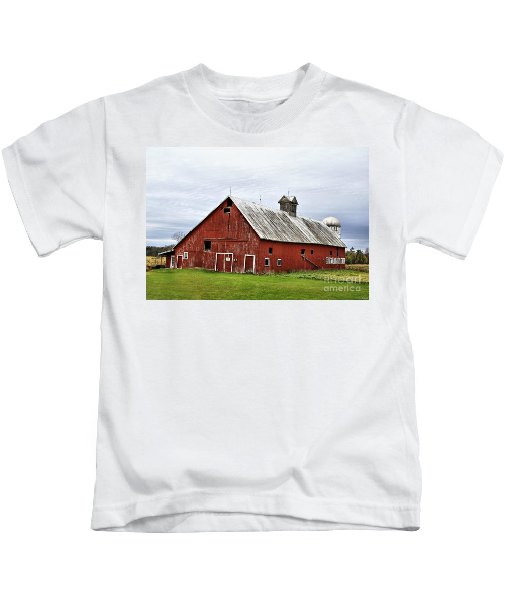 Barn Kids T-Shirt featuring the photograph Barn With A Cross by Deborah Benoit