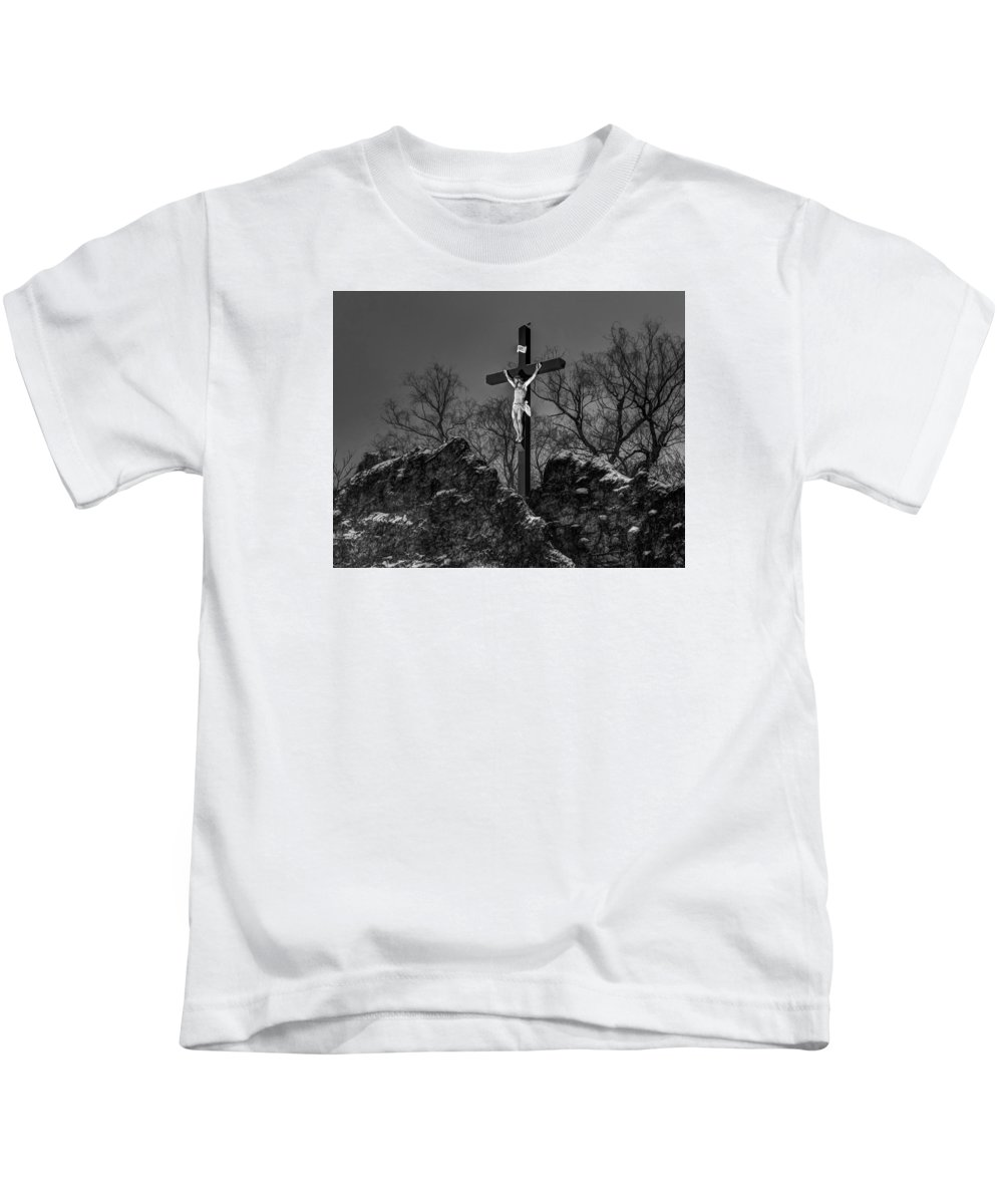Lowell Kids T-Shirt featuring the photograph Christ On The Cross 002 by Jeff Stallard