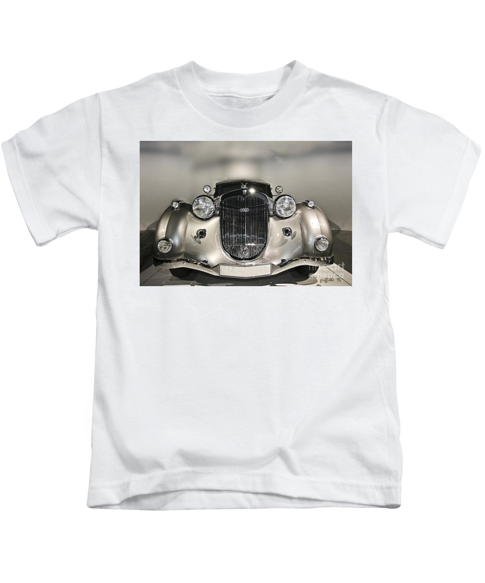 Classic Cars Kids T-Shirt featuring the photograph Classic Car 2 by Tom Griffithe
